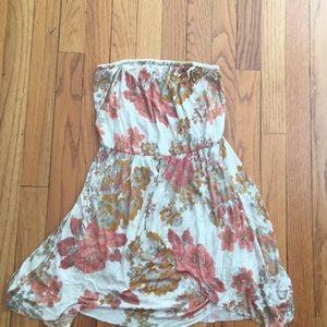Super cute floral strapless dress 🌺🌺